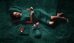 Les rêves marins (Kirill Panfilov) Tags: marine girl barefoot legs feet blue green ships books flowers tea portrait