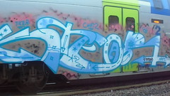 011 (en-ri) Tags: ktear chatz crew kter azzurro arrow video eryt bianco rosa train torino graffiti writing