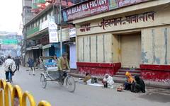 varanasi morning (5) (kexi) Tags: varanasi benares india asia street morning people rickshaw canon february 2017 text instantfave hccity
