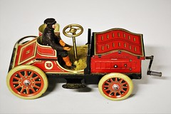6Q3A7302 (www.ilkkajukarainen.fi) Tags: vintage collectibles huutokauppa auction collector keräily keräilyä museum stuff keräilytavaraa tavara suomi tin toy lelu pelti helsinki finland finlande eu europa scandinavia auto automobil helander