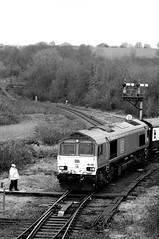 Tondu 72030bw (kgvuk) Tags: tondu station railwaystation railway tondustation maestegbranch train locomotive diesellocomotive class66 66230 dbcargo railtour valleyofthewitch