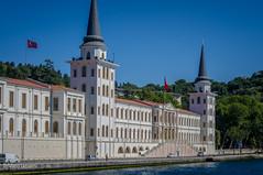 08082011-IMGP0917 (Mario Lazzarini.) Tags: accademia militare istanbul turchia turkey palazzo torri scale mare sea bandiere cupole historic old