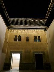Alhambra - In het Nasrid Paleis, binnenplaats met open dak - In the Nasrid Palace, courtyard with open roof (JaapPostma) Tags: nasrid palace alcazaba carlos v openlucht theater openair myrtle patio court lions leeuwen fontein fountain granada alhambra
