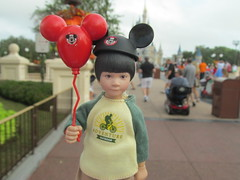 First Trip to Disney (larry_boy17) Tags: hot toys hottoys 16scale 16 scale action figure actionfigures figures perseus gwen stacy stacey doctor dr disney world disneyworld magickingdom magic kingdom asian kid child son boy male female outside outdoor outdoors vacation trip getaway