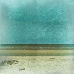 A (mini)vélo !!! (Des.Nam) Tags: plage mer merdunord eau vagues ciel cielnuageux sable sand vélo woman femme desnam fuji fujinon fujixpro2 littoral xpro2 xpro2square xprostreet texture analogefex