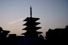 pagoda (ababhastopographer) Tags: osaka tennouji shitennouji uemachi dawn shitennoujitemple fivestoriedpagoda 大阪 天王寺 四天王寺 五重の塔 夜明け 黎明 cloud 雲