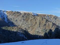 Crête des Spitzkoepfe en intégralité (ViveLaMontagne67) Tags: france alsace vosges munster mittlach kastelberg hohneck kerbholz crête bleu ensoleillé neige snow sunny blue sky landscape mountain rocks 250v10f
