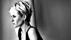 autofocus (roberke) Tags: portrait portret pose woman vrouw female monochrome monochroom zwartwit blackwhite blackandwhite bw model availablelight naturallight daglicht face gezicht ruis korrel