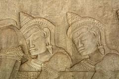 Bas reliefs couvrant la galerie extérieur du temple d'Angkor Vat (voyagesphotos) Tags: asia asie cambodge cambodia angkor vat siemreap temple hindu hinduism hindou hindouïsme sculpture pierre stone architecture building bâtiment