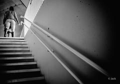 (Jack_from_Paris) Tags: l2011769bw leica m type 240 10770 leicasummicronm35mmf2asph 11879 dng mode lightroom capture nx2 rangefinder télémétrique bw noiretblanc monochrom wide angle paris femme rampe escalier stairs lumière light boulogne ile seguin