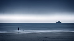 Rock & Rollers (Bruus UK) Tags: harlyn padstow beach family rock island atlantic ocean sea marine coast beachlife cornwall cornish cornwallliving mono overcast dusk evening horizon outsideliving seascape