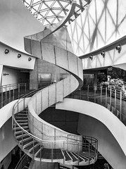 Dali Museum Interior (Ed Rosack) Tags: glass usa interior window buildingandarchitecture staircase monochrome ©edrosack stpetersburg railing centralflorida florida blackandwhite grayscale stairs steps us explore