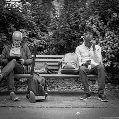 Nantes - Septembre 2018 (Maestr!0_0!) Tags: noir blanc black white rue street people candid banc