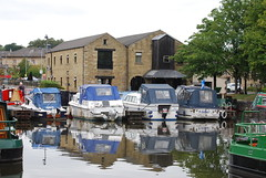 Blue & White (Halliwell_Michael ## Offline mostlyl ##) Tags: brighouse calderhebblecanal westyorkshire nikond40x 2018 trees reflection canalbasin towpath reflections boat boats landscape brighouseecho
