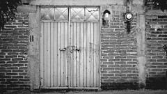 Tequis Doors II (Carl Campbell) Tags: bw noiretblanc blackandwhite tequisquiapan nikond5200 doors wall