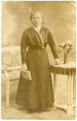 . (Kaïopai°) Tags: vintage alt antik portrait portraiture femme dame frau woman book buch atelier