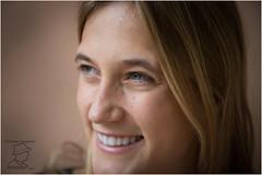 Maria (ermannobraghiroli) Tags: retrat retrato portrait ritratto woman smile closeup 肖像 肖像画 faces face