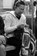 Crochet in the subway (Papaye_verte) Tags: woman crochet femme portrait candid subway métro streetphotography newyork étatsunis