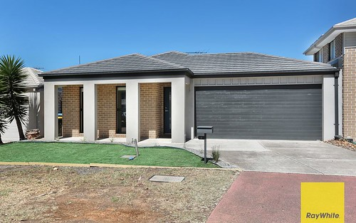 4 Tanner Mews, Point Cook VIC