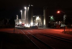 Night operations in Kent... 20180920_2173 (listorama) Tags: night usa washington kent railroad spur industry triking
