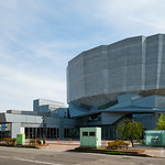 Amazingly exterior design theatre.  とんでもない特徴的な形の劇場です。日本じゃないみたい。