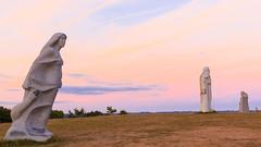 Vallée des Saints - CARNOËT (Gycessé) Tags: vallée saints carnoët côtesdarmor bretagne breizh statue coucherdesoleil