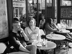 Bistrot (Franco & Lia) Tags: street photographiederue fotografiadistrada paris parigi france francia bistrot biancoenero blackandwhite noiretblanc schwarzundweiss