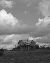 old country house on 4x5 film (Garrett Meyers) Tags: graflexseriesd4x5 garrettmeyers garrett meyers largeformat blackandwhitefilm homedeveloped landscape country oldhouse clouds cloudscape storm stormclouds monochrome graflex graflex4x5 graflexphotographer filmphotographer film