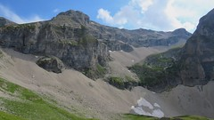 Accès à l'entrée de la Combe Ratin (ViveLaMontagne67) Tags: france alpes alpen alps dévoluy bure aurouze combe falaises pierriers ensoleillé ciel bleu nuages neige montagne paysage landscape mountain snow clouds blue sky sunny cliffs 250v10f