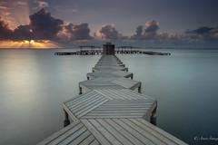 Walkway at sunrise (Anais Iranzo) Tags: sunrise seascape long exposure mar menor murcia canon anaisiranzo