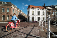 Pink bicycle @ Leiden (PaulHoo) Tags: nikon d750 ultrawideangle wideangle city cityscape 2018 samyang 14mm leiden candid streetphotography cycling bicycle bridge building architecture