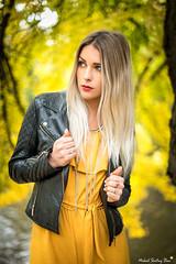 Céline (Mickael Shooting Stars) Tags: modele model lumiere naturelle automne jaune saison mode pose d750 portrait