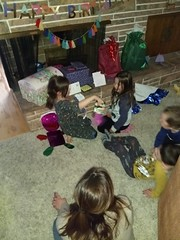 IMG_20181106_183824389 (ce_doit_etre) Tags: 2018 hazel birthday 7thbirthday mountainview leslie bellamy robbie livingroom