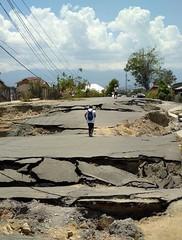 Viele Verkehrswege sind unterbrochen, was die Nothilfe zusätzlich erschwert (Caritas international) Tags: katastrophe seebebentsunami erdbeben zerstörung palu centralsulawesi indonesien idn