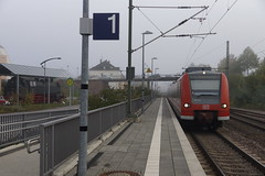 Station Konz. DB Regio 425 632-7 / 425 132-8 als RB 71 onderweg van Trier Hbf op weg naar Homburg (Saar). Links staat na restauratie sinds 2016 stoomlokomotief 64 393 opgesteld. 06-10-2018 (marcelwijers) Tags: station konz db regio 425 6327 1328 als rb 71 onderweg van trier hbf op weg naar homburg saar links staat na restauratie sinds 2016 stoomlokomotief 64 393 opgesteld 06102018 bahnhof dampflok br baureihe deutsche bahn bundesbahn germany deutschland la gare allemagne duitsland steam locomotive lokomotive dampf railroad railways