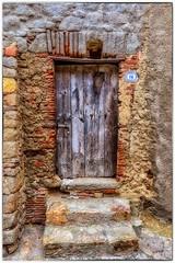Vieille Porte (Pyc Assaut) Tags: giglio2018 vieille porte vieilleporte old door olddoor giglio castello gigliocastello italia italie italy toscane méditerranée rocher roche pierreyvescugni pierre pierres bois wood détails pyc5pyc pyc5pycphotography pycassaut ancien ancienne 16