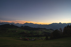 Goldiwil (Joachim S.) Tags: berneroberland goldiwil niesen sonnenuntergang stockhorn wiese cantonofbern switzerland ch