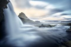 Kirkjufell Islande (EtienneR68) Tags: iceland islande kirkjufell montagne sony waterfall a7r3 a7riii cascade eau landscape longexposure mountain nature paysage sunrise