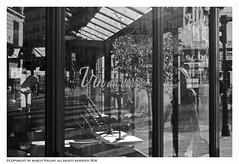 Vin au verre (Pollini Photo Laboratory) Tags: vinauverre wwwpolliniphotolabcom marcopolliniphotographer paris france 2018 blackwhite bianconero monocrome streetphotography fotografiaurbana