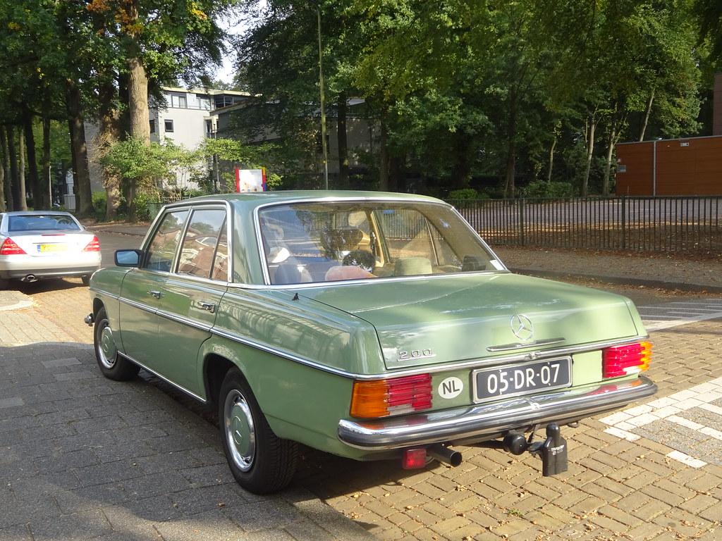 05-DR-07 MERCEDES-BENZ 200 1974 Apeldoorn (willemalink) Tags: