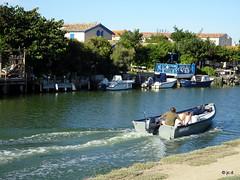 Canal du Rhône à Sète (jc.d the cycling photographer) Tags: france francese hérault languedocroussillonmidipyrénées aresquiers palavaslesflots villeneuvelèsmaguelone canal canaldurhôneàsète bateau bateaudeplaisance bateaudepêche pont passerelle cerfvolant étangs