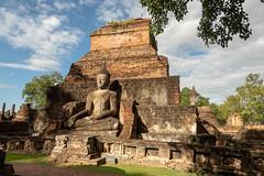 Wat Mahathat Sunset ..Sukhothai..Unesco site (geolis06) Tags: geolis06 asia asie thaïlande olympus sukhothaï bouddhisme bouddha buddhism religion pilgrim pélerin prière prayer statue main patrimoinemondial unesco unescoworldheritage unescosite watmahathat buddha