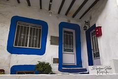 Casa típica Ayora (deytano velde1) Tags: deytano deytanovelde nikon sigma1770 d7100 ventanas puertas azul blanco