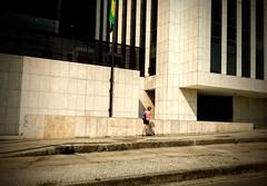 não vá por aí... (lucia yunes) Tags: rua cena cenaderua fotografiaderua fotoderua luciayunes motozplay streetphoto streetshot streetphotographie street streetphotography lifestreet life