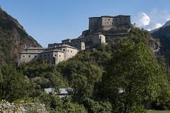 Forte di Bard (HSlights) Tags: castelli forte castello di bard valle daosta aosta fuji fujifilm fiume montagna albero paesaggio acqua cielo foresta edificio versante della erba