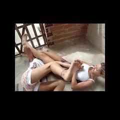 Girls fighting (BLLLCCC) Tags: painful pain pressão pressure technique chulé martialarts catfight jiujitsu bjj barefeet solas soles baresoles descalça pés feet barefoot luta fight girls
