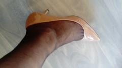 DSC_0519 (grandmacaon) Tags: highheels hautstalons toescleavage talonsaiguille lowcut lowcutshoes sexyheels stilettos