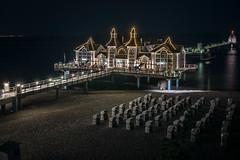 Ostseebad Sellin - Seebrücke (Rafael Zenon Wagner) Tags: seebrücke pavillion ostsee nacht lichter strand strandkorb nikon d810 sigma 35mm art pier pavilion baltic night lights beach beachchair