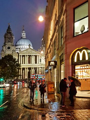 Rainy London Day (gerard eder) Tags: world travel reise viajes europa europe greatbritain enland london londres city ciudades cityscape cityview urban urbanlife urbanview church cathedral kathedrale catedral iglesia kirche night rain städte stadtlandschaft street streetlife streetart outdoor