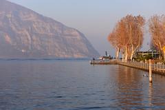 Lago d'Iseo, Italy, December 2018 077 (tango-) Tags: iseo lagoiseo iseolake lagodiseo lombardia italia italien italie italy